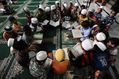 Membaca Al-Qur'an Berjamaah